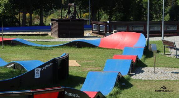 Albastră și roșie Pumptrack modulară în Zabrze