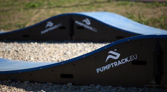 Pumptrack - modulær rute med mulds og band