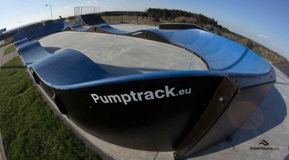Pumptrack cykelbane lavet af moduler