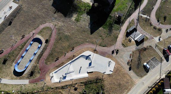 En cykel lekplats eller en komposit pumptrack