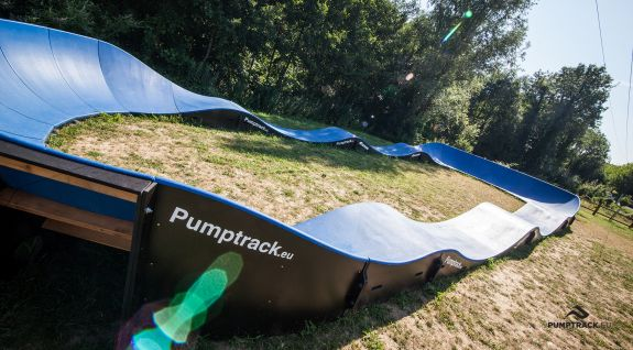 Composite pumptrack adapted for every user