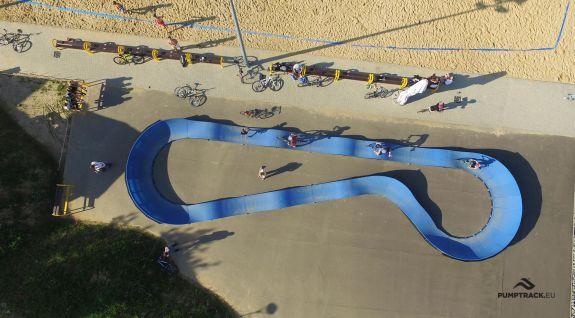 Pumptrack - cyklistické sportoviště v Dukli