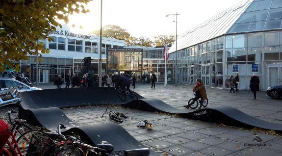 Pumptrack - fietsspeelplaats in Aalborg, Denemarken.