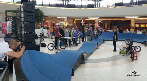 Une aire de jeux pour bicyclettes ou pumptrack - Wałbrzych (PL)