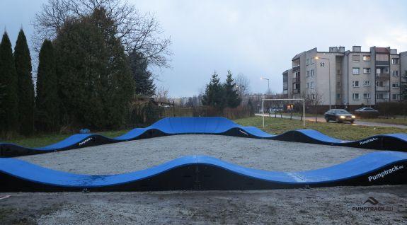 Tor typu pumptrack w parku w miejscowości Rogoźno