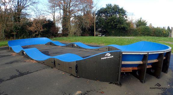 Dětské hřiště pro jízdní kola nebo pumptrack