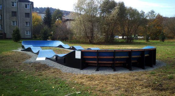 Piste de pompe adaptée au skateboard