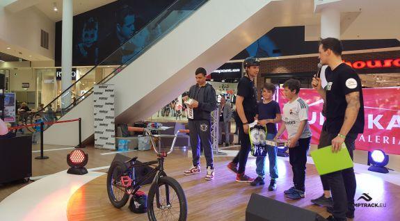 BMX показывает в торговой галерее - Jelenia Góra